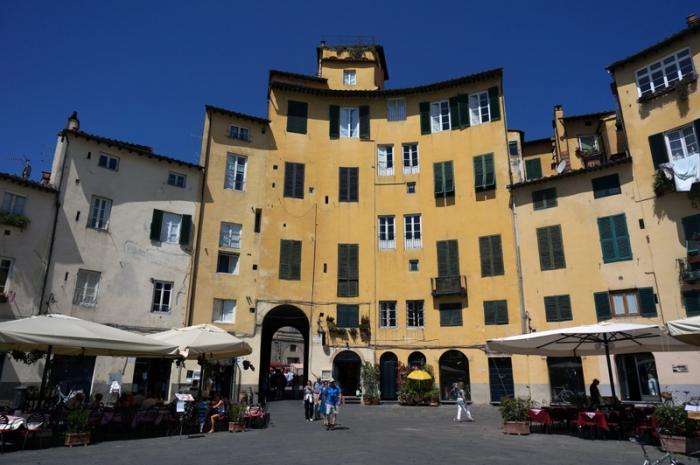 Lucca, plaza anfiteatro