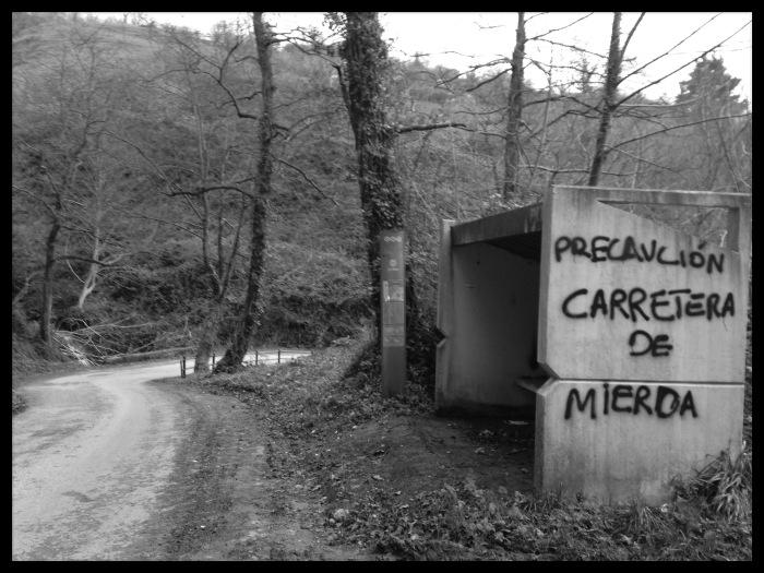 Carretera de mierda a Santolaya