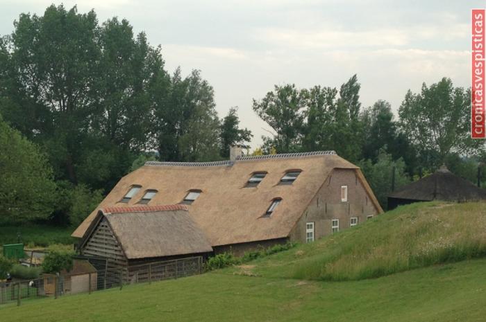 Casas bajo diques en Holanda